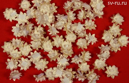Цветы-липучки беж-золотые (упак.100шт.)