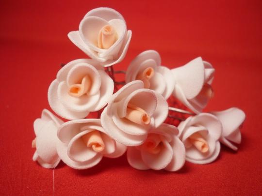 Цв. на шпильке роза 2см (уп.10шт) (бел-персик)