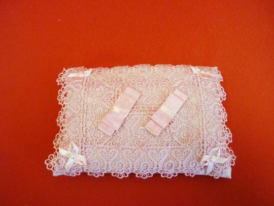 Подушечка для колец прямоугольная розовая