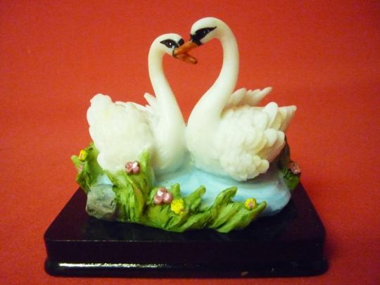 Пара лебедей на подставке 9см арт 41241