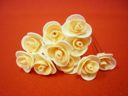Цв. на шпильке роза 2см (уп.10шт) (беж-перс)
