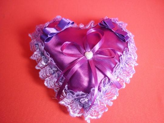 Подушечка для колец Сердце фиолетовая