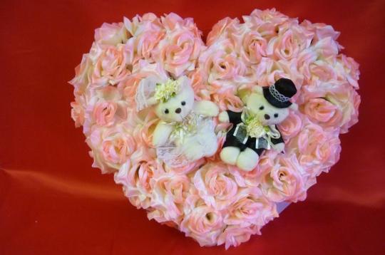 Сердце с мишками чайная роза