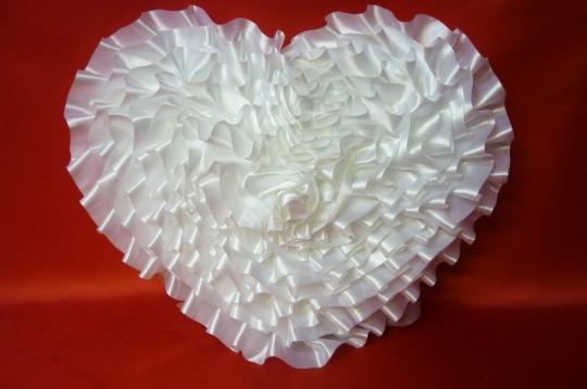 Сердце атлас белое