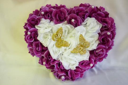 Сердце с бабочками сиренево-белое