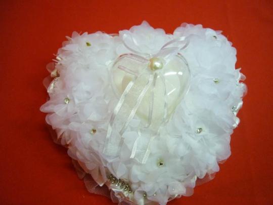 Подушечка для колец в виде сердца бел. ZG-24410