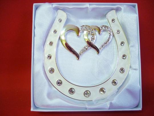 Подкова серебрянная с двумя сердцами со стразами HG-01700