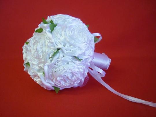 Букет для невесты Роза атлас белый