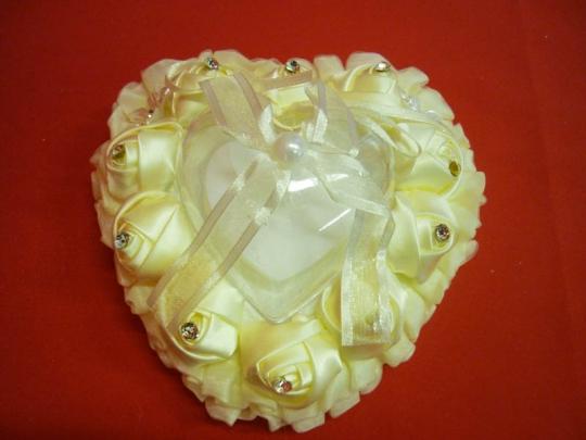 Подушечка для колец в виде сердца крем. ZG-24407 14*8*13см