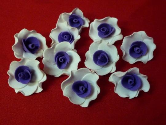 Лилия 2,5см бело-фиолетовая (10шт)