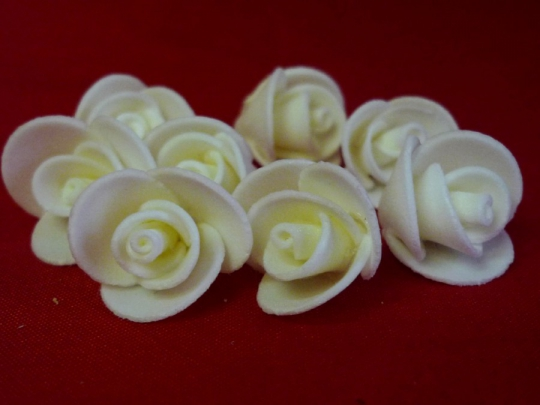 Роза 1,5см айвори (10шт)
