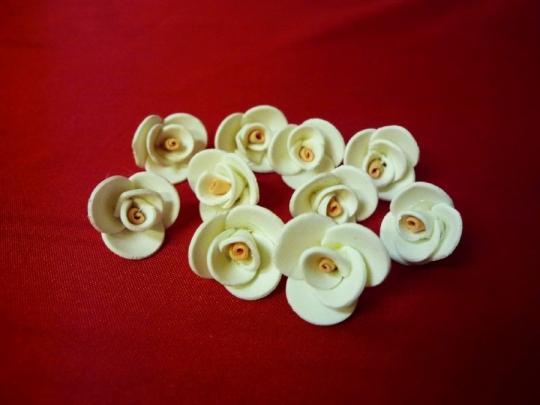 Роза 1,5см айвори-персиковая (10шт)