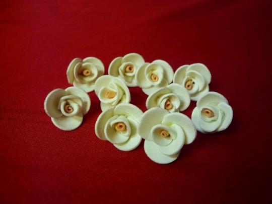 Роза 2см бело-персиковая (10шт)