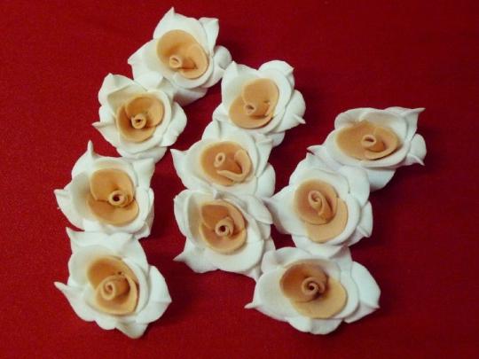 Роза №2, 3см бело-персиковая (10шт)