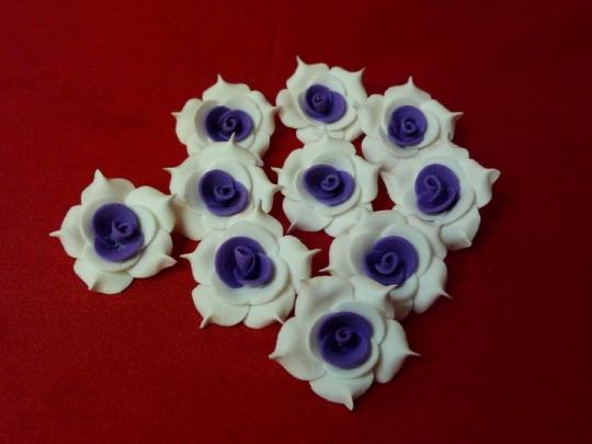Роза №2, 3см бело-фиолетовая (10шт)