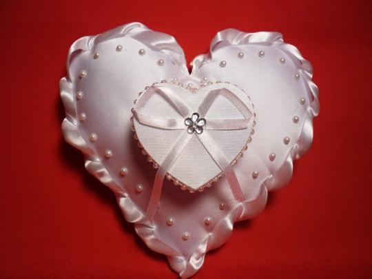 Подушечка Сердце с коробочкой белая