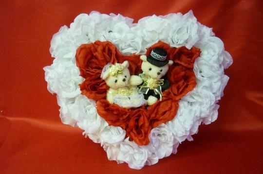 Сердце с мишками бело-красное