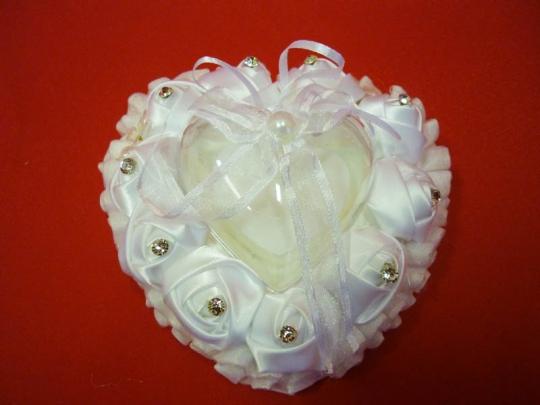 Подушечка для колец в виде сердца бел. ZG-24406 14*8*13см