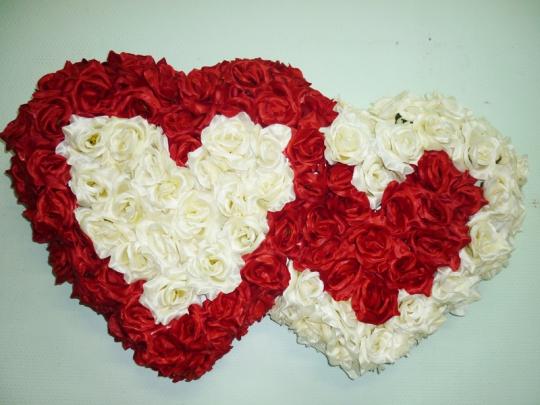Сердца на а/м  красно-айвори